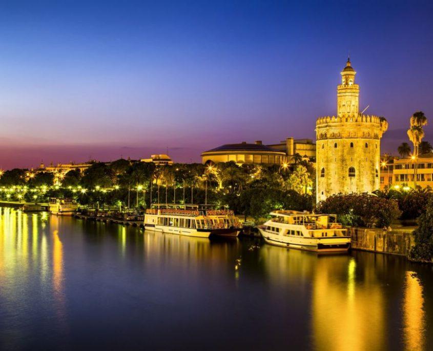 Haga turismo por nuestra región. Le llevamos en Taxi. Contacte con Radio Taxi Cádiz. Visite Cádiz, Jerez, Sevilla, Gibraltar, Arcos de la Frontera, Vejer